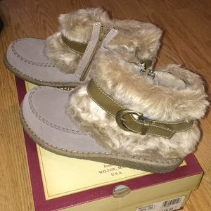 NWOT Womens fuzzy winter boots